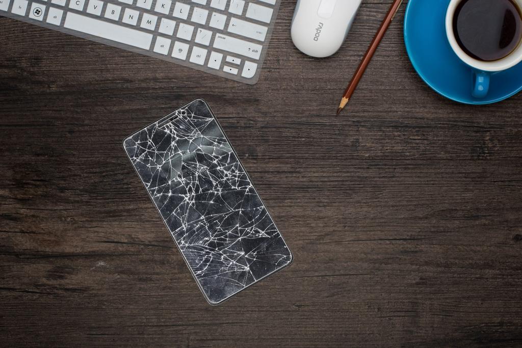 écran smartphone cassé - blog SFAM