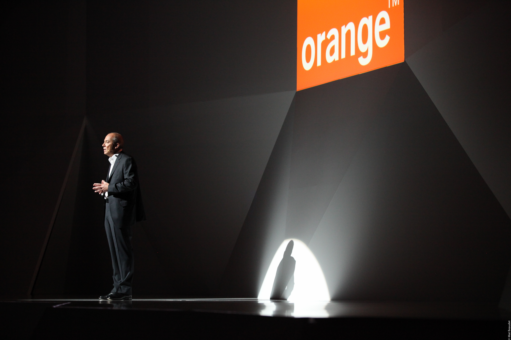 show-hello-orange-enceinte-connectee-blog-sfam
