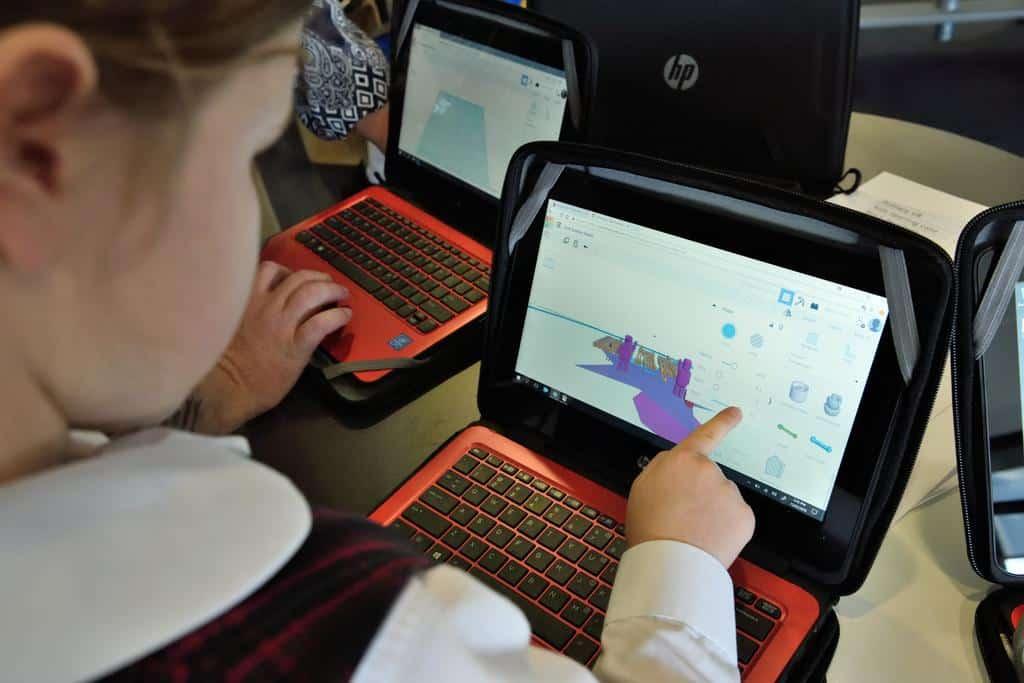 Niño tecnología - Blog SFAM