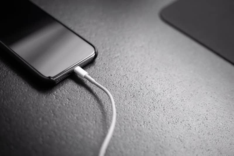 iPhone 12 cargador - Celside Magazine