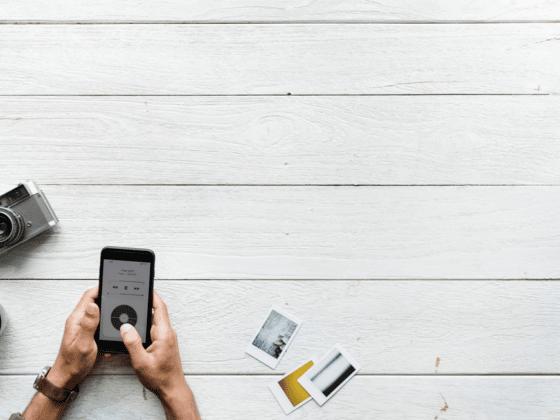 francais smartphone vacances deconnectees - Celside Magazine