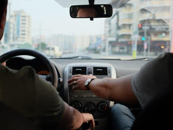 Escuchar música coches - Celside Magazine