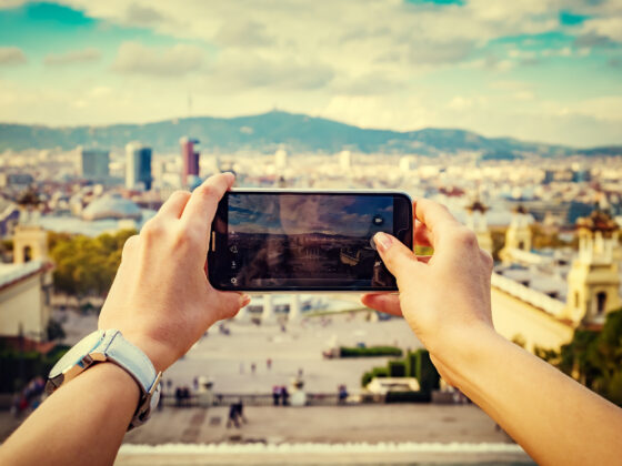 Smartphone móvil en verano - Celside Magazine