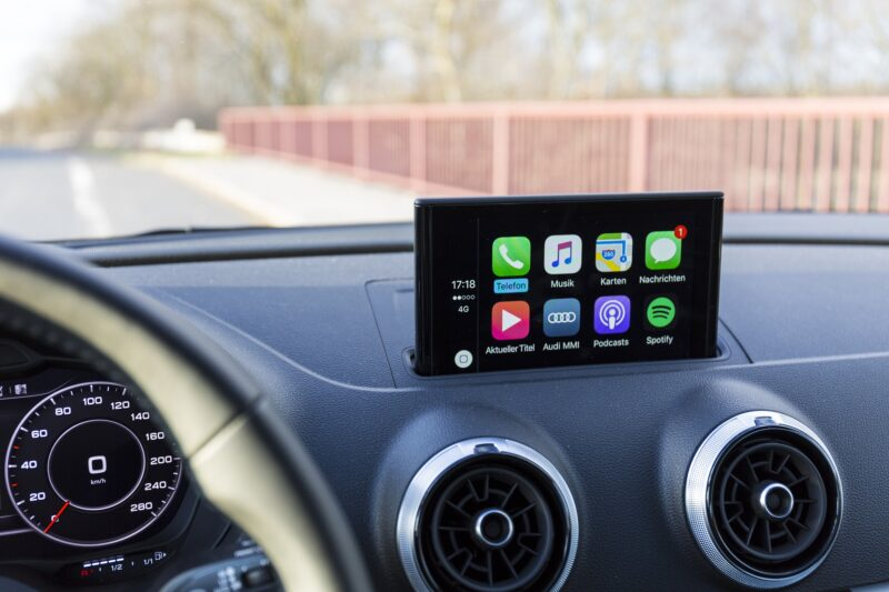 Android Auto Apple CarPlay - Celside Magazine